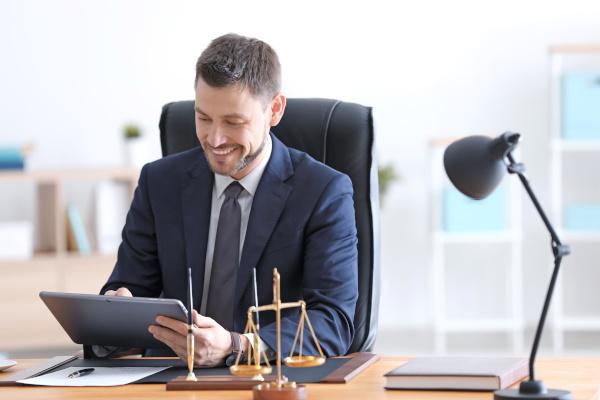 Kanzlei Mauss: kompetente Anwälte beraten Sie