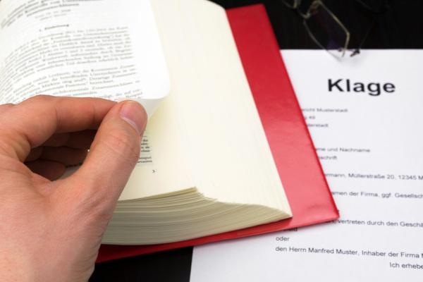 Kanzlei Mauss: Klage und Revisionsverfahren
